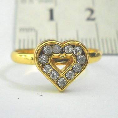 Cincin Huruf warna Emas dengan Ornamen bentuk Hati, berhias diamond